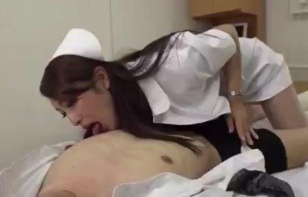 Hemşire Olunca Kuzeninin Ateşini Ölçtü