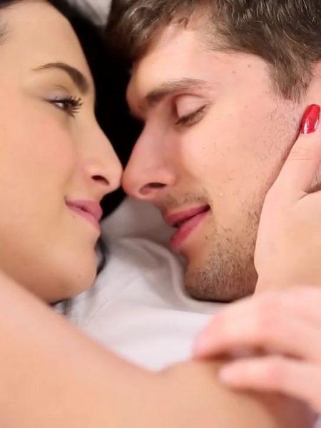 Sabah Kahvaltısından Önce Sevişiyorlar: HD Erotik Film